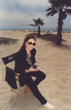 JACKIE COLLINS ON THE SET OF LADY BOSS