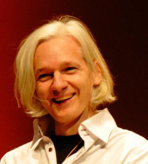 Description Julian Assange 26C3.jpg