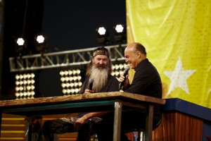 Duck Commander, Greg Laurie Share Moment at SoCal Harvest (PHOTO)