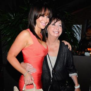 Jennifer Love Hewitt Pictures on Showbiz Tv Jennifer Love Hewitt S ...