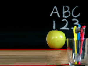 Chalkboard_with_a_green_apple_and_pens_backgrounds