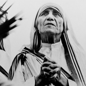 Mother Teresa of Calcutta Prays During a Religious Service ...