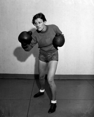 ... beaten Babe. Babe Didrikson Zaharias poses in boxing trim in 1933