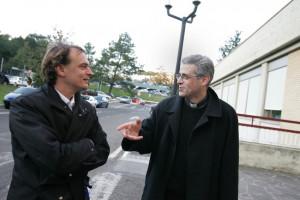 Andreas Englisch im Gespr ch mit dem Exorzisten Don Gabriele Nanni