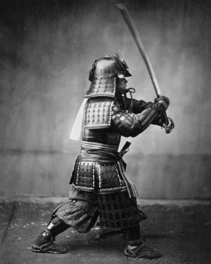 El diseño único de la katana y, en particular, su agudeza requieren ...