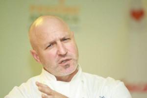 Celebrity chef Tom Colicchio calls antibiotics in the U.S. meat system ...