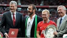 David Gill,Cantona,Sir Alex and the whole of Old Trafford pays tribute ...