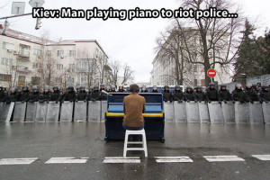 funny picture man playing piano Kiev police wanna joke.com