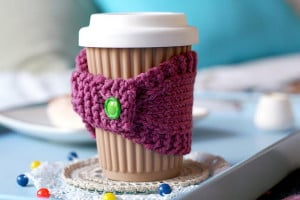 DIY crochet coffee cozy which keep coffee in cups warm while ...