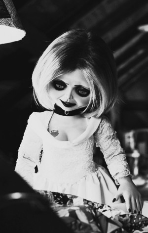 Tiffany-bride-of-chucky-2-32970092-849-1334.png