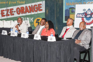 Ferguson Jenkins left elicits laughs from his fellow Hall of Game