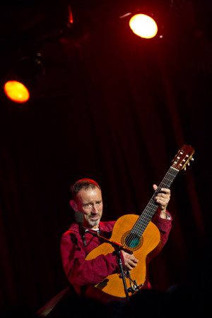 Jonathan Richman played his 1st of 2 Bell House shows pics