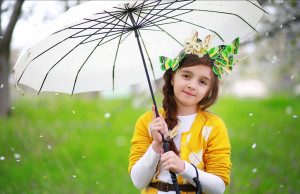 Cute Baby With White Umbrella | 1920 x 1246 | Download | Close