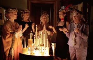 DIVINE SECRETS OF THE YA-YA SISTERHOOD, Ellen Burstyn, Maggie Smith ...