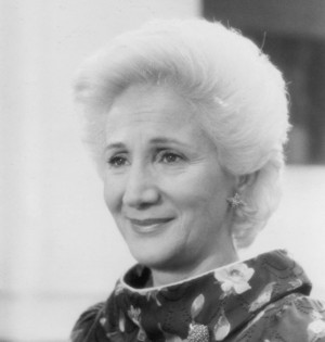 ... names olympia dukakis characters clairee belcher still of olympia