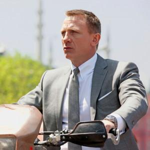 Daniel Craig James Bond Suits Skyfall