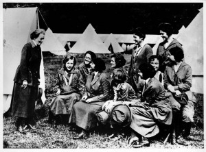 Juliette Gordon Low and some Girl Scouts talking and laughing: Scouts ...
