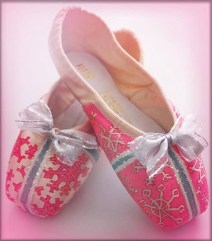 Pretty snowflake pointe shoes