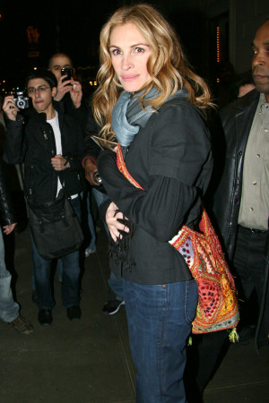 Photos and Quotes of Julia Roberts in NYC, Talking About Duplicity ...