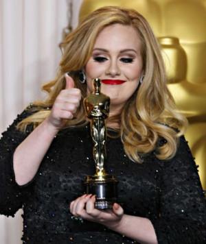 Adele su Instagram imita George Michael per il compleanno