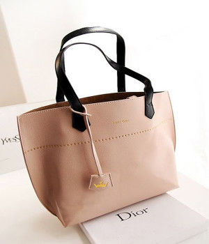 Tags » Handbags Pictures 435 views Download this pic Added 6 months ...