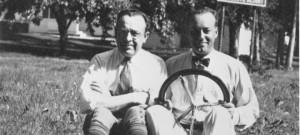 Za o yciele Briggs amp Stratton Harold Stratton z lewej i Stephen
