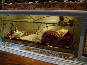 Tomb of Pope John XXIII via Diana at the German language Wikipedia.