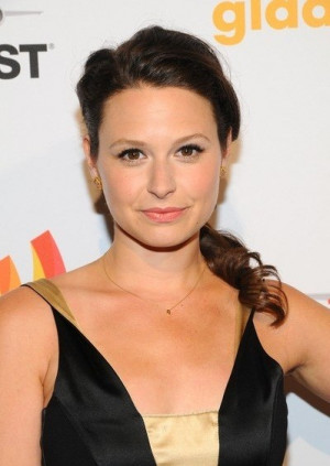 Katie Lowes Body Hairstyle...