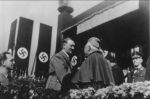 Foto: Papież Pius XII i jego poddany katolik Adolf Hitler
