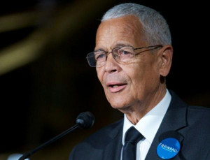 Julian Bond, famed US civil rights activist, dies aged 75 - Yahoo ...
