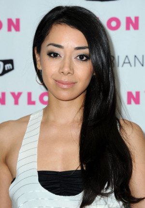 Aimee Garcia Hairstyle, Makeup, Dresses, Shoes, and Perfume