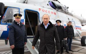 Vladimir Putin and David Cameron hold