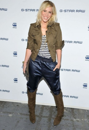 ... week, songster Natasha wore a slub-stripe tank top from Splendid
