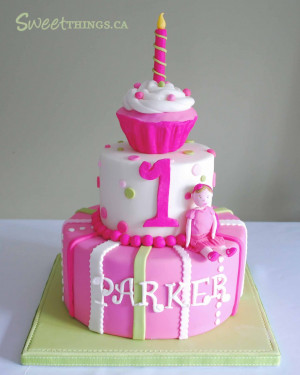 is another view of the cake. All 3-tiers were strawberry vanilla cake ...
