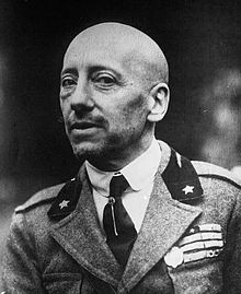 Gabriele D'Annunzio 1922.jpg
