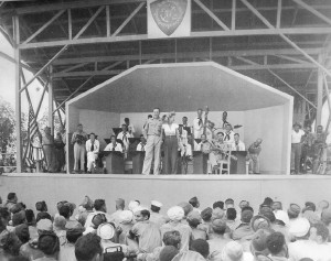Bob Hope And Frances Langford Entertain The Troops At A Uso Show On ...