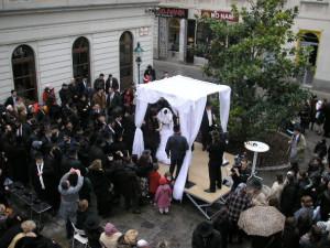 Orthodox Jewish wedding with chupah in Vienna's first district ...