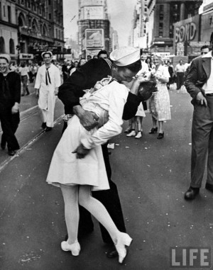 Alfred Eisenstaedt: A jubilant American sailor clutching a white ...