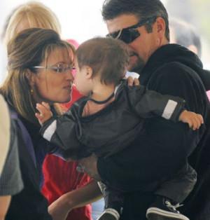 Sarah+Palin+Kissing+Trig+like+marv+eyes+w_o+comment.jpg