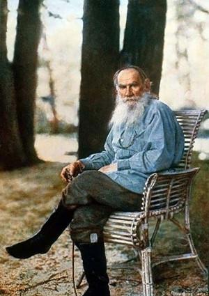 На фото Лев Николаевич Толстой.