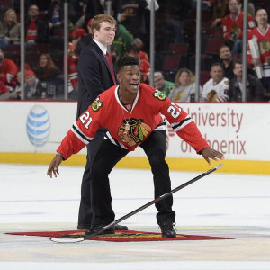 Jimmy Butler wins 'Shoot the Puck' at Hawks game ( pbs.twimg.com )