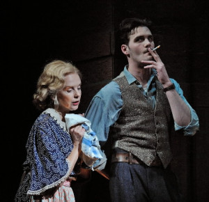 the glass menagerie amanda and tom relationship problems