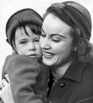 King Kong's girl Fay Wray with her daughter Susan.