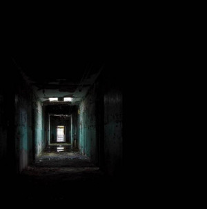 Dark-place-black-corridor-31000