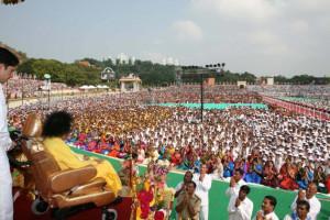 INSPIRATION TO MILLIONS: Sri Sathya Sai Baba addressing devotees at ...