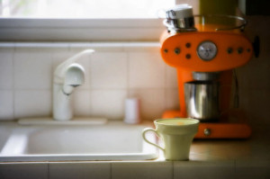 14 Most Annoying Habits Of House Guests (PHOTOS)