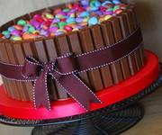 Your Ecards Torta con contorno di Kit Kat e dentro M & M. food, cake ...