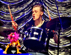 the vamps tristan oliver vance evans na bateria do the vamps