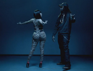 Nicki Minaj ft. 2 Chainz- Beez In The Trap (Explicit)