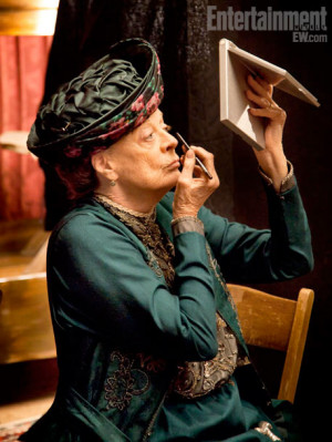 Maggie Smith | The dowager Violet (Maggie Smith, touching up her ...